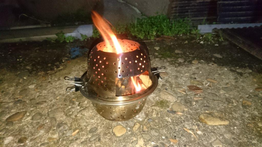 100均材料でファイヤーボックス(焚火台)を自作しました。 燃焼中