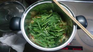 もつ鍋 煮る 野菜投入 2
