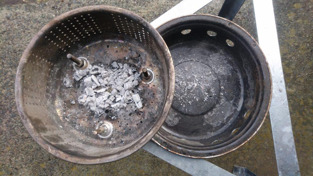 廃材で自作した焚火台を改造!完全燃焼