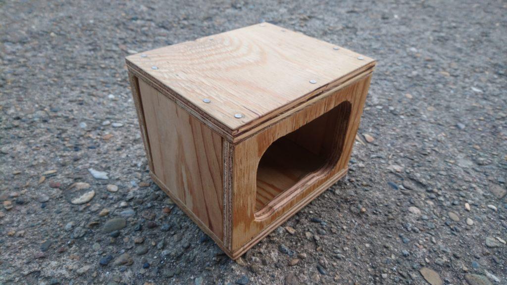 廃材で中型インコの巣箱を作りました!(欠陥住宅) 巣箱完成!