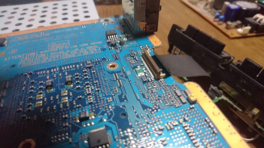 PS2(30000)分解 コントローラー差し込み口外す 2