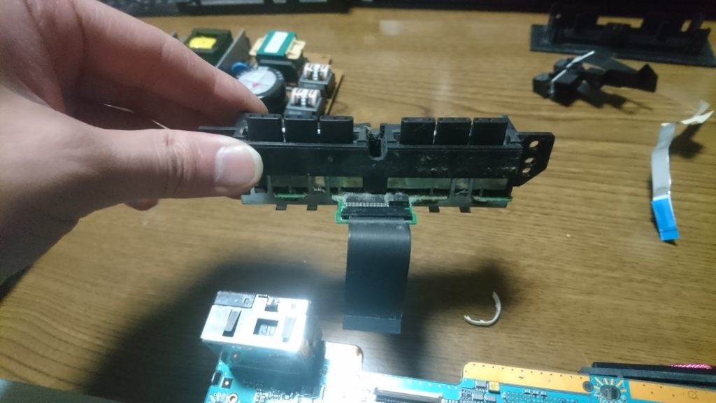 PS2(30000)分解 コントローラー差し込み口外す 3