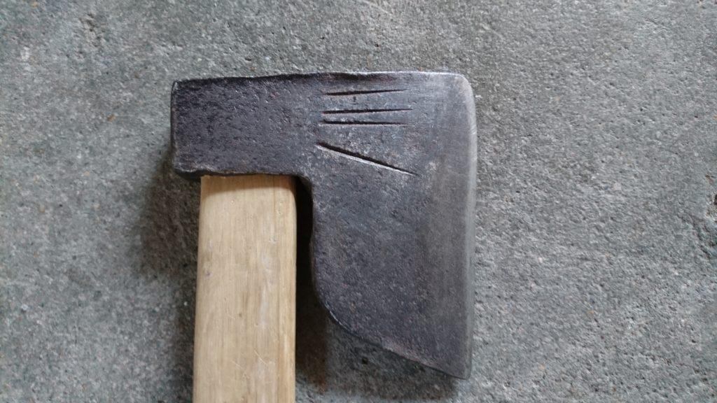 キャンプ用に古い斧 和斧四本線