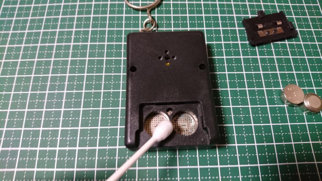 ポケットゲーム機 電池ボックス 清掃