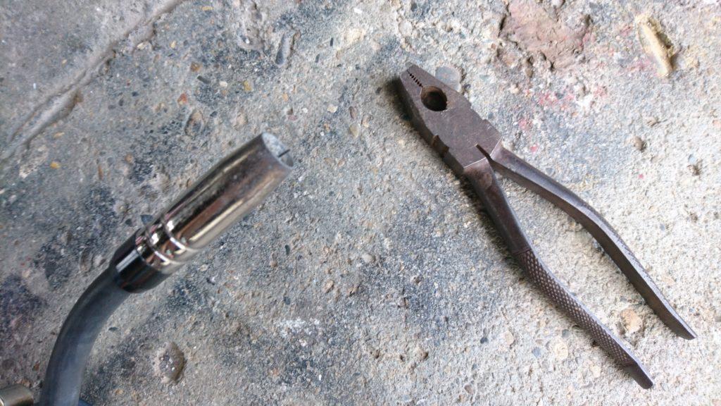 成美溶接機(EG-M100)ノンガスワイヤーを交換 溶接ワイヤー引き抜き