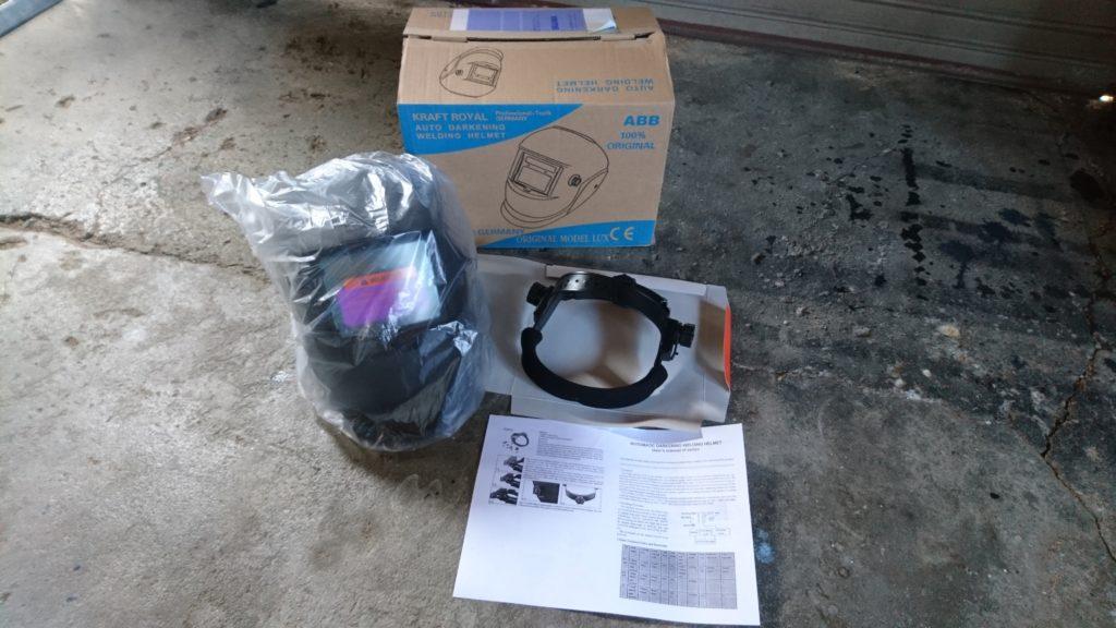 安い溶接面(自動遮光付き)ヘルメットタイプを買ってみた! 中身を確認。