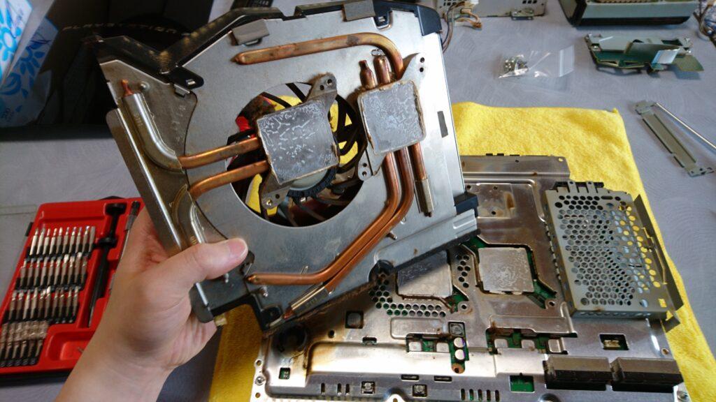 初代PS3(20GB)の分解! 冷却ファン取り外し