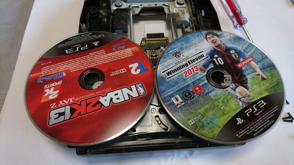 異音の出る初代PS3のドライブユニット修理 2枚のソフトが出てきた。(笑)