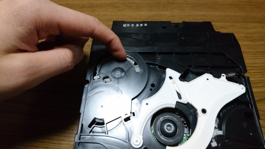 異音の出る初代PS3のドライブユニット修理 ドライブユニット蓋のセット方法?