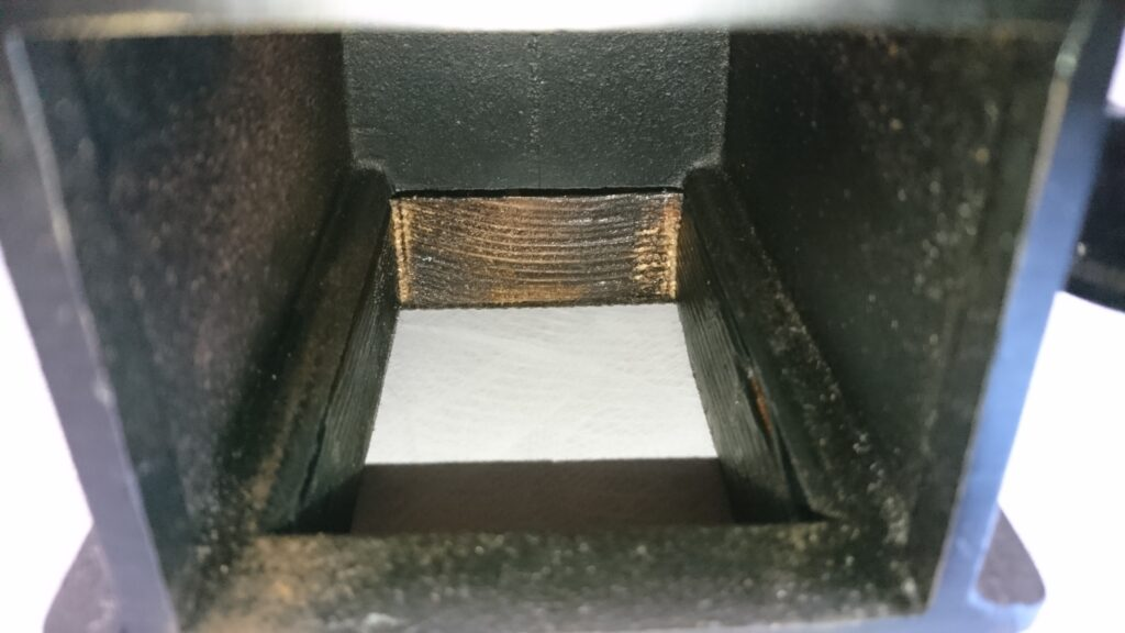 Kalita ダイヤミルの土台を自作! 掃除がしやすいように粉受け部分に穴を開ける