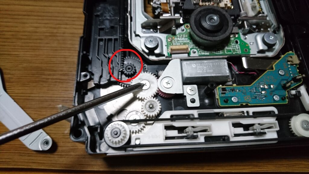 異音の出る初代PS3のドライブユニット修理 ギアの位置調整