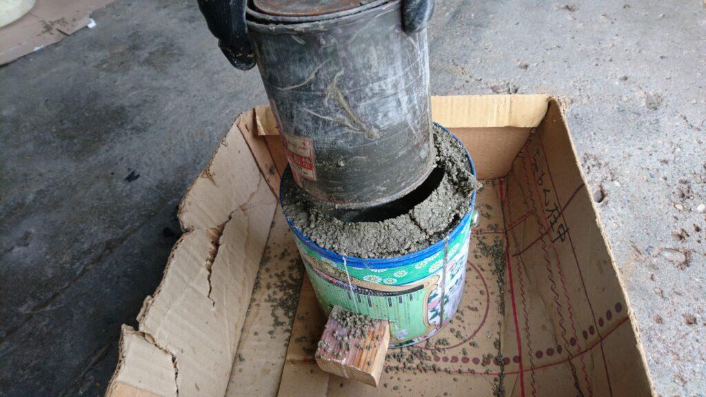 蚊取り線香の缶で自作七輪 パーライトモルタルで胴部を作る